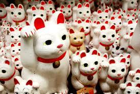 gatinho japones traz sorte para o comércio