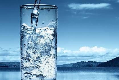 Beba bastante água nos dias quentes